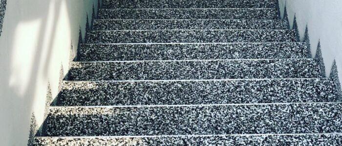 Steinteppich fugenlos Kellerabgang grau